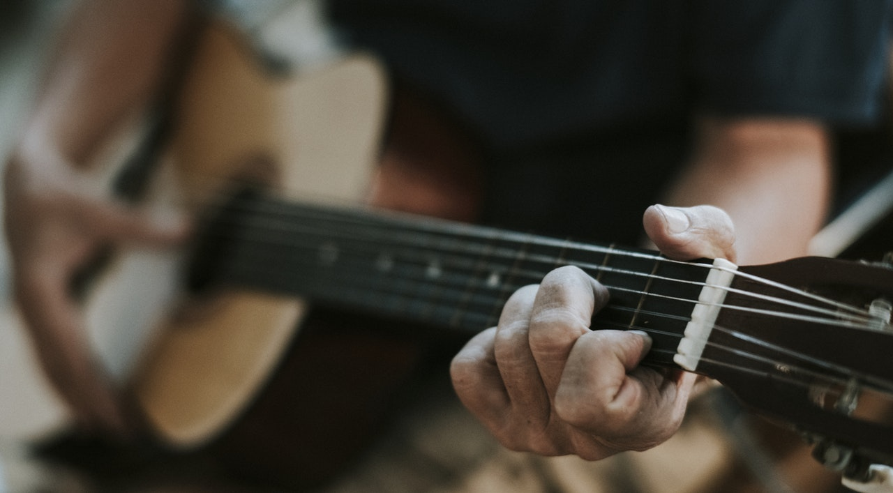 7 Tips for Guitar Players with Small Hands